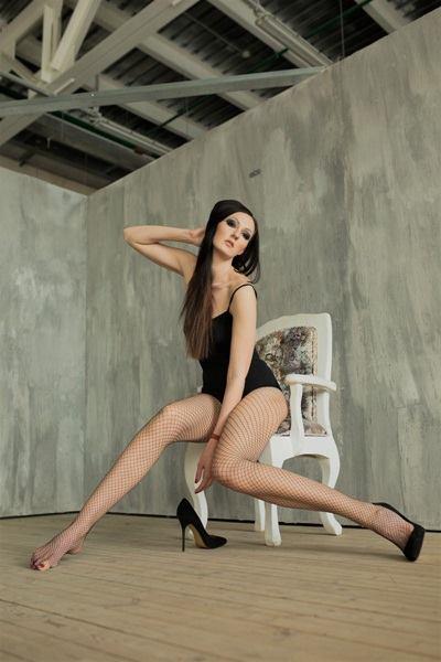 Ekaterina Lisina sinh năm 1987 ở Nga, cao 2,06 m, nặng 90 kg. Cô thừa hưởng gen trội khi các thành viên trong gia đình đều có chiều cao ấn tượng. Cha, mẹ và anh trai cô lần lượt cao 1,95 m, 1,85 m và 2 m.