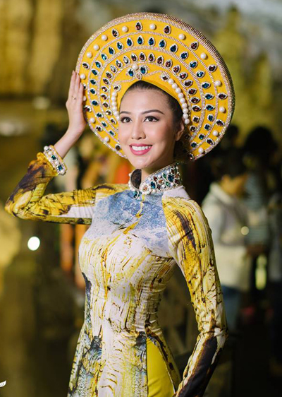Hoa hậu đẹp nhất thế giới 2016 mặc áo dài hình hang động Quảng Bình