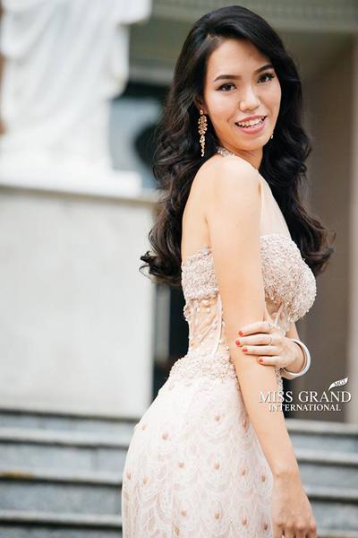 Dàn mỹ nhân Hoa hậu Hòa bình Quốc tế tạo dáng ở Bưu điện Sài Gòn