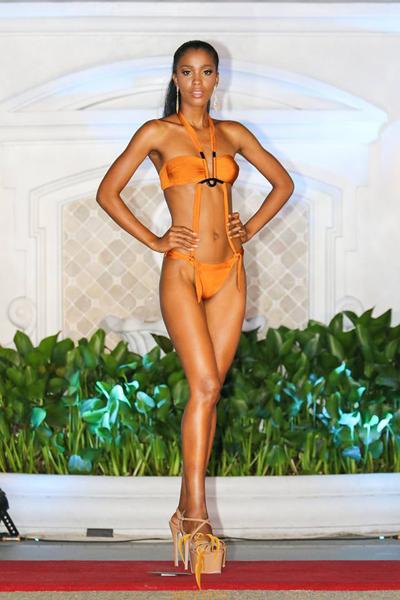 Dàn người đẹp Miss Earth tạo dáng với bikini