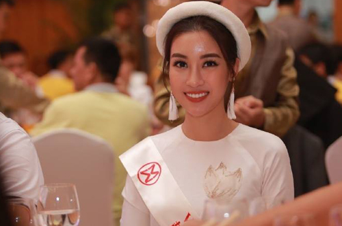 my-linh-mac-ao-dai-doi-man-du-tiec-tai-miss-world