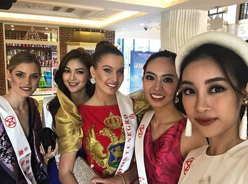 my-linh-mac-ao-dai-doi-man-du-tiec-tai-miss-world-2