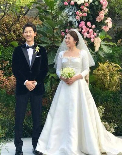 Đám cưới Song Hye Kyo - Song Joong Ki cử hành tại một khách sạn ở Seuol, Hàn Quốc.