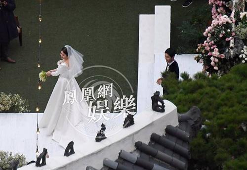 song-hye-kyo-om-me-chong-sau-nghi-thuc-cuoi-7