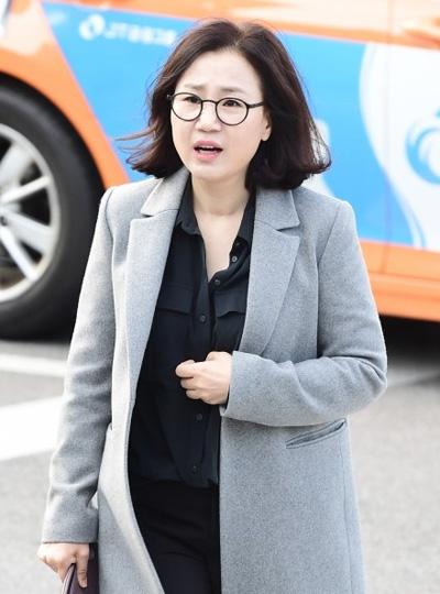 Kim Eun Sook - biên kịch phim Hậu duệ mặt trời.