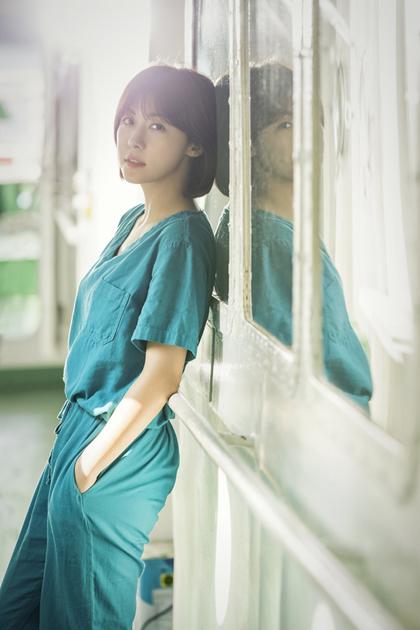 ha-ji-won-bien-hoa-voi-phong-cach-tomboy-o-tuoi-u40
