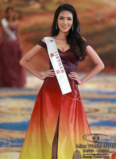 Lan Khuê sinh năm 1992, cao 1,76 m và số đo ba vòng lần lượt là 84-60-88. Cô chiến thắng Hoa khôi Áo dài 2015 và đại diện Việt Nam tham dự Hoa hậu Thế giới 2015 tại Trung Quốc. Người đẹp đã vào đến top 11 nhờ công chúng bầu chọn. Lan Khuê cũng nhận được giải Trang phục Dạ hội đẹp nhất trong đêm chung kết.