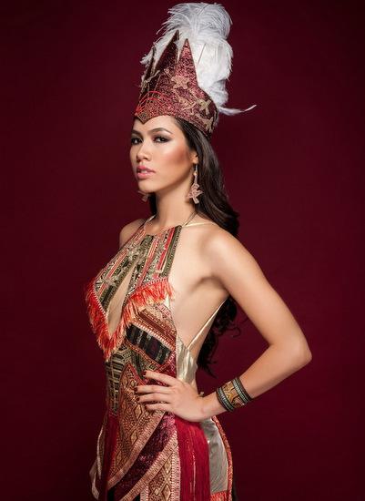 Đến với cuộc thi Miss World 2012, Hoàng My được khán giả trong nước ủng hộ nhiệt tình. Người đẹp có nhan sắc pha trộn vẻ đẹp Đông và Tây cùng vốn tiếng Anh lưu loát, được kỳ vọng làm nên chuyện ở đêm chung kết. Tuy nhiên, cô ra về trắng tay.