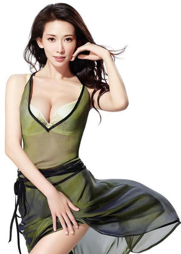 Vẻ nóng bỏng của 'bom sex' xứ Đài Lâm Chí Linh