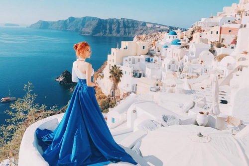 Bối cảnh quay MV của Hương Giang Idol ở hòn đảo thơ mộng Santorini.
