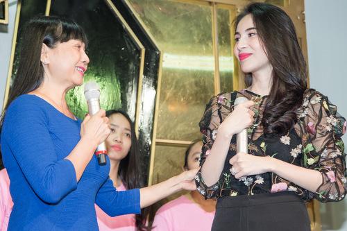 Thủy Tiên và mẹ trong ngày sinh nhật.