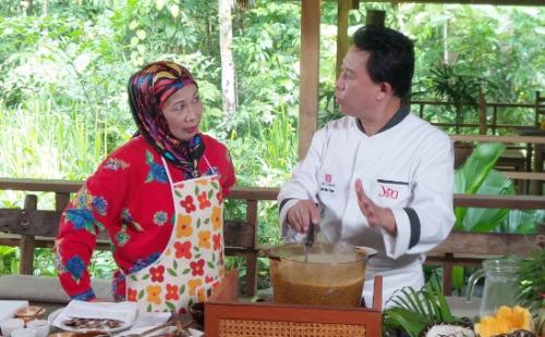 kham-pha-malaysia-cung-martin-yan-phan-hai-len-song-truyen-hinh-viet-1