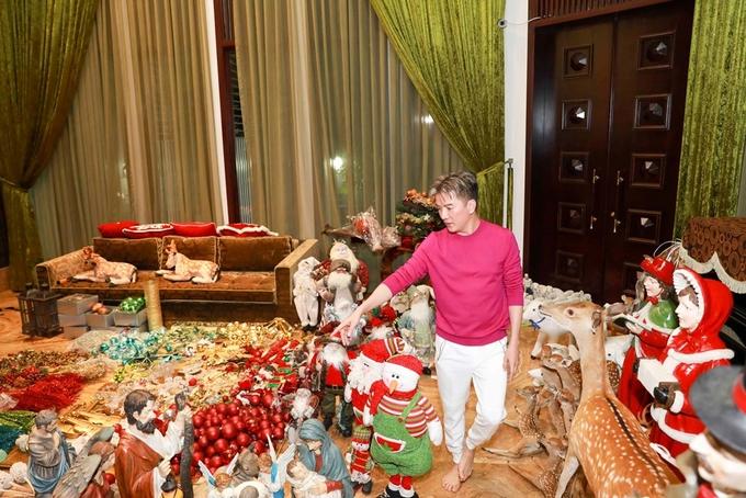 Đàm Vĩnh Hưng trang hoàng biệt thự đón Giáng sinh