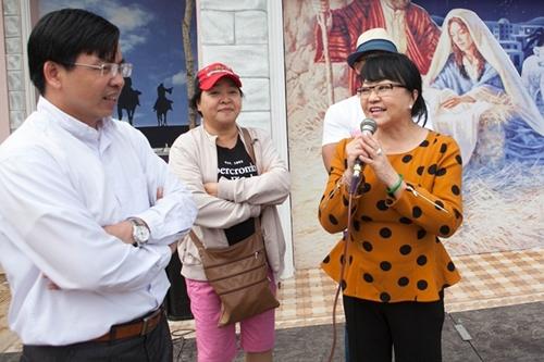 Huong Lan ve Quang Nam giup nguoi dan bi bao lu