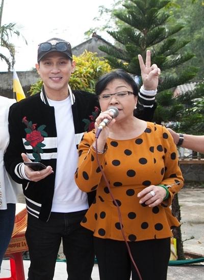 Ca sĩ Nguyên Vũ đồng hành cùng chuyến thiện nguyện. Anh cũng biểu diễn trong show thời trang.