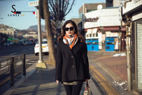 Giữa thời tiết mùa đông khắc nghiệt của Seoul với nhiệt độ xuống thấp -15 độ C, doanh nhân Hà Bùi vẫn giữ ấm được cơ thể nhờ những bộ cánh có chất liệu giữ nhiệt tốt.
