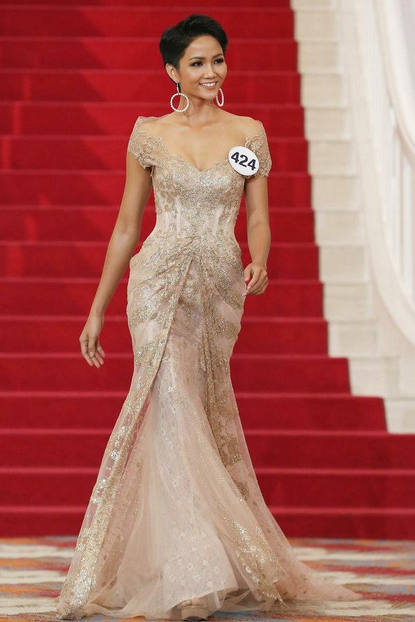 Biến đổi nhan sắc của người đẹp Ê đê vừa đăng quang hoa hậu