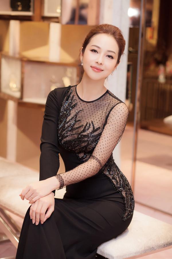 Jennifer Phạm mặc xuyên thấu bên Phạm Văn Phương