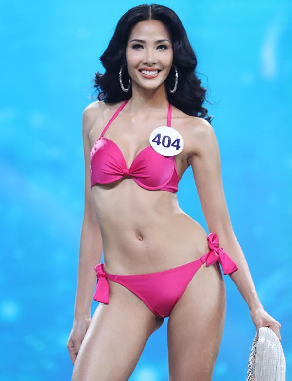 Thí sinh Hoa hậu Hoàn vũ Việt Nam diễn áo tắm