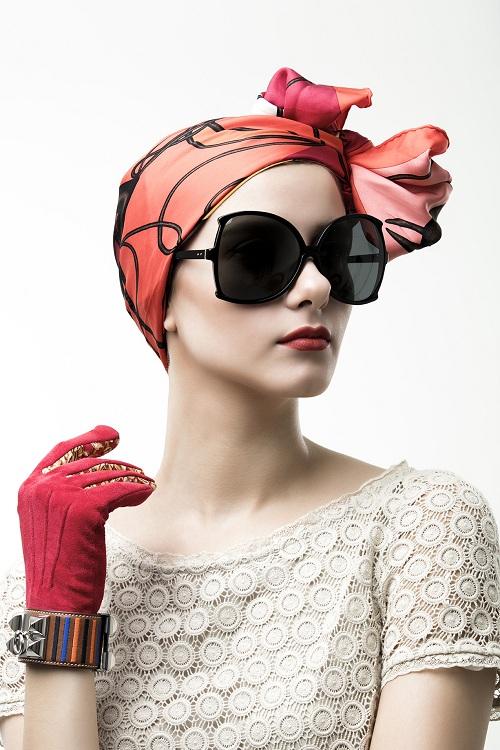 Mẫu kính Linda Farrow oversize với thiết kế khác lạ giúp các cô nàng trông sành điệu, quý phái. Kính có giá 13,3 triệu đồng.