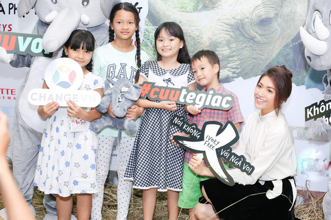Phạm Hương, Lệ Hằng kêu gọi bảo vệ loài voi