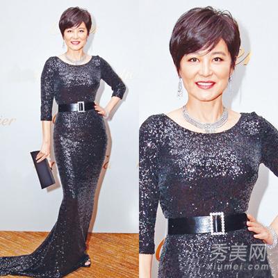 Theo Sina, Lâm Thanh Hà đeo nữ trang trị giá 24 triệu nhân dân tệ (tương đương 3,7 triệu USD dự sự kiện.