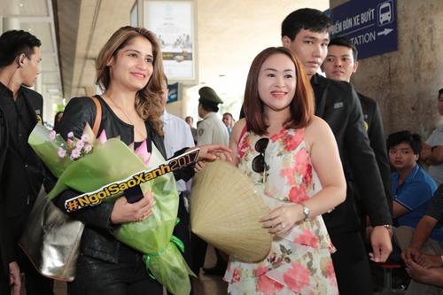 Đây là lần đầu  Arti Singh đến Việt Nam. Một khán giả nữ bắt chuyến bay từ Quy Nhơn tới TP HCM để gặp thần tượng