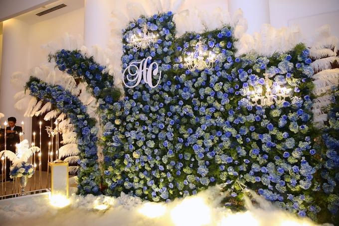 Lâm Khánh Chi hôn chồng trẻ say đắm trong tiệc cưới