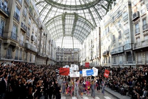 Loạt sàn diễn trong bảo tàng Pháp gây kinh ngạc của Chanel qua 10 năm - ảnh 20