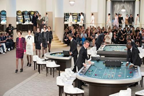 Loạt sàn diễn trong bảo tàng Pháp gây kinh ngạc của Chanel qua 10 năm - ảnh 15