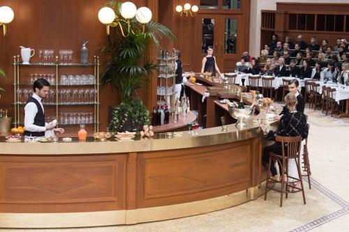 Loạt sàn diễn trong bảo tàng Pháp gây kinh ngạc của Chanel qua 10 năm - ảnh 17