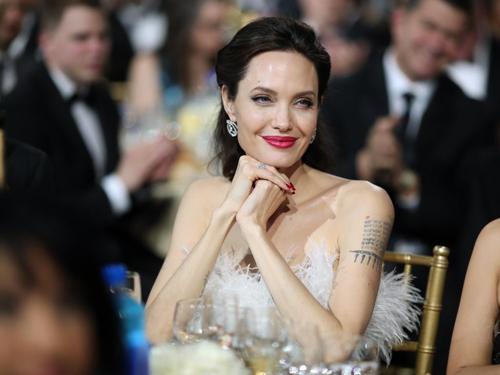 Angelina Jolie khi tham dự Critics Choice Awards ngày 11/1.