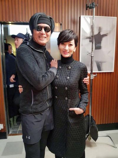 Châu Nhuận Phát mặc trang phục thể thao thăm người tình màn ảnh một thời.