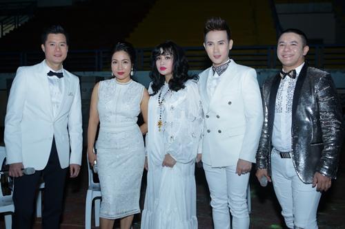 Những gương mặt nghệ sĩ hiếm hoi từng gắn bó với Làn Sóng Xanh trong đêm nhạc 12/1.