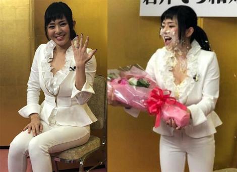 Sola Aoi bị bạn quệt bánh kem lên mặt trong buổi họp báo. Ảnh: Etnews.