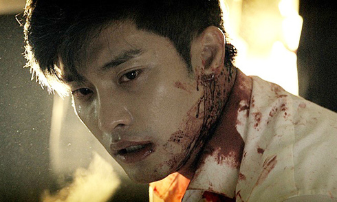 sung-hoon-lot-xac-voi-vai-xa-hoi-den-trong-phim-hanh-dong