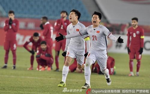 Sự tiến bộ của bóng đá Việt Nam gây nhiều chú ý với báo giới Trung Quốc. Ảnh: Sina.