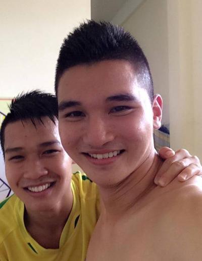 Đầu đinh cũng được cầu thủ Lê Văn Đại (phải) yêu thích.
