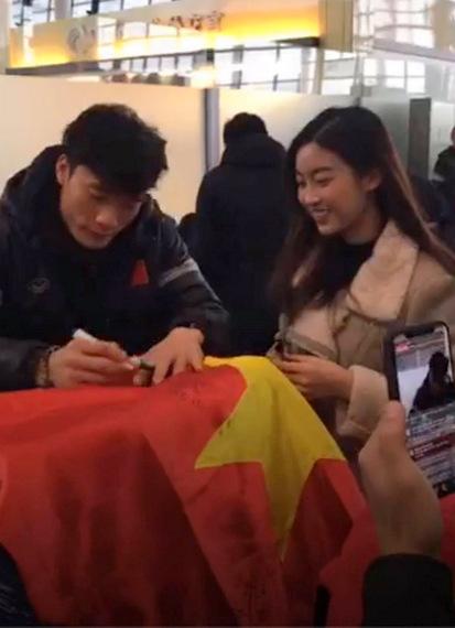 Hoa hậu Mỹ Linh gặp Bùi Tiến Dũng.