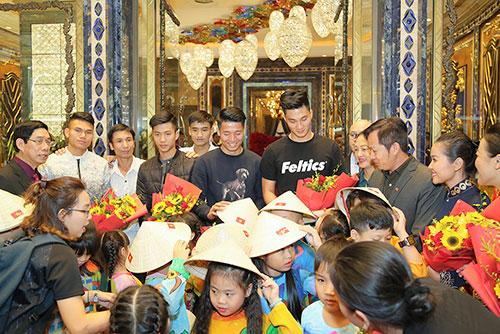 Sự tỉ mỉ và chân thành của cô Ái nữ nhà họ Trương đã tạo được ấn tượng đặc biệt cho các vị khách đặc biệt ngay khi vừa đặt chân đến khách sạn.