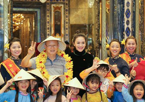 Với ông Park có lẽ việc đón tiếp long trọng trong không khí chân tình rất Việt Nam sẽ là kỷ niệm khó quên trong thời gian lưu trú và công tác tại đây.