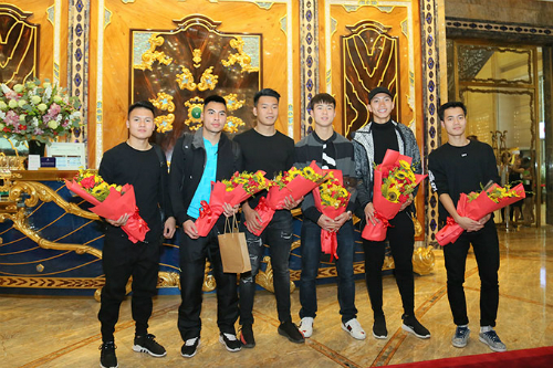 Mặc dù chỉ giành ngôi Á quân trong mùa giải U23 châu Á nhưng đội tuyển Việt Nam vẫn nhận được sự chào đón nồng nhiệt, sự hâm mộ và niềm tự hào của fan bóng đá cũng như người dân cả nước.