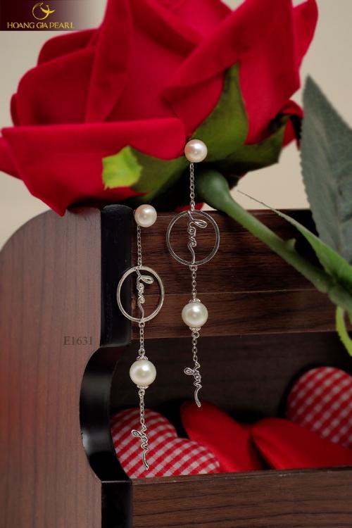 Người mua có thể chọn từng sản phẩm hoặc trọn bộ quà tặng trang sức ngọc trai duyên dáng.