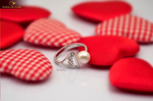 Chiếc nhẫn mang thông điệp tình yêu sâu sắc trong ngày Lễ tình nhân.