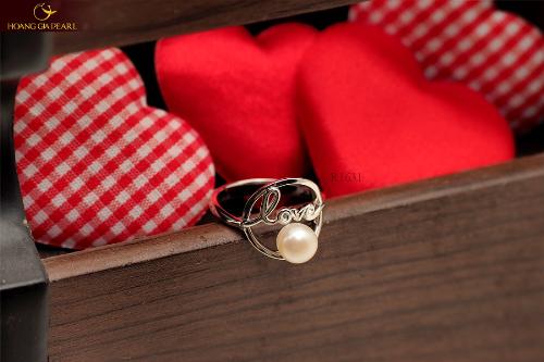 Hoàng Gia Pearl mang đến nhiều lựa chọn quà tặng Valentine cho các cặp đôi với mẫu mã đa dạng.
