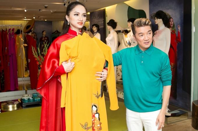 Đàm Vĩnh Hưng giúp Hương Giang chọn áo dài thi hoa hậu chuyển giới