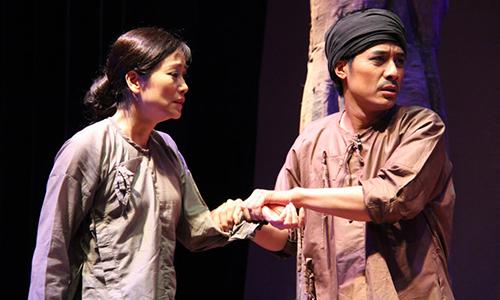 NSƯT Tuyết Thu (trái) và đạo diễn, diễn viên Quang Thảo.