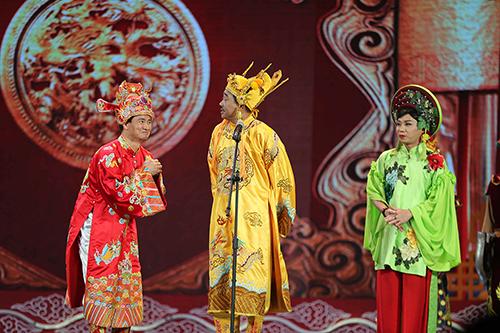 Bộ baNam Tào Xuân Bắc, Ngọc Hoàng Quốc Khánh và cô Đẩu Công Lý (từ trái qua).