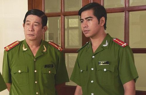 Nghệ sĩ Nguyễn Hậu (trái) diễn xuất bên đồng nghiệp trẻ.