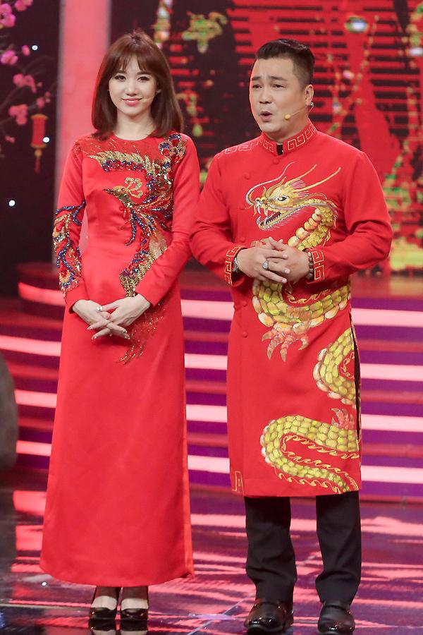 Lý Hùng, Hari Won diện áo dài đôi